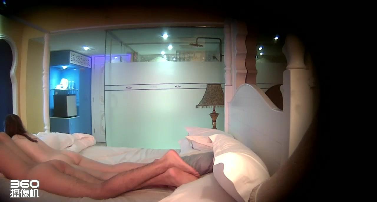 超短裙时尚性感的大学美女酒店被性欲旺盛的男友各种高难度体位狠狠爆插了3次,白皙翘臀后入猛干,水嫩漂亮!