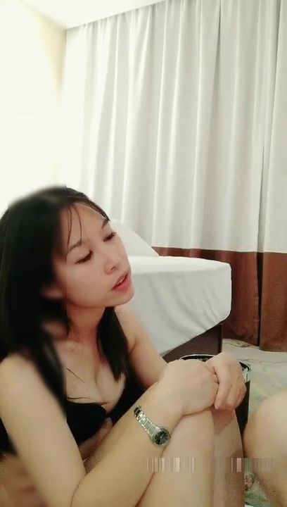 网约168CM洗浴会所做技师的漂亮美女酒店服务,先在她逼逼里塞个自动跳蛋后带出去转一圈,回来迫不及待开操