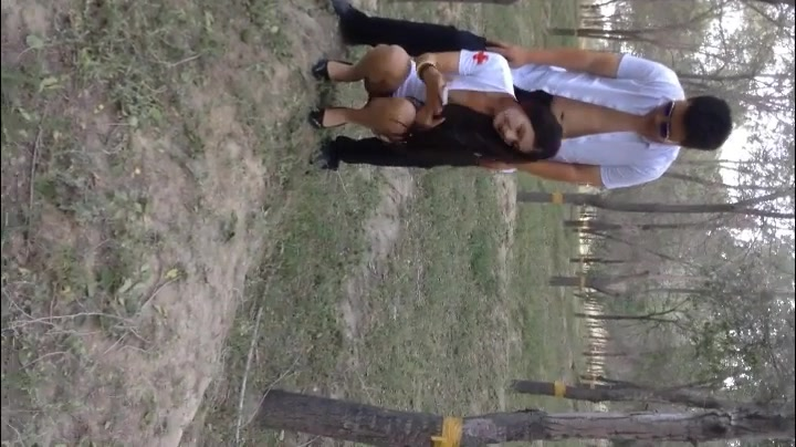 91新疆一匹狼作品 小树林操维吾尔族护士制服身材火辣女神 老铁拍摄对白搞笑精彩