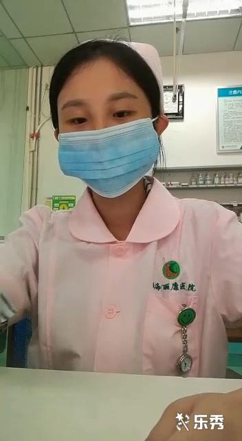 太骚了,珠海丽康医院小护士上班期间卫生间脱衣自摸,好像隔壁有人,玩的太刺激了