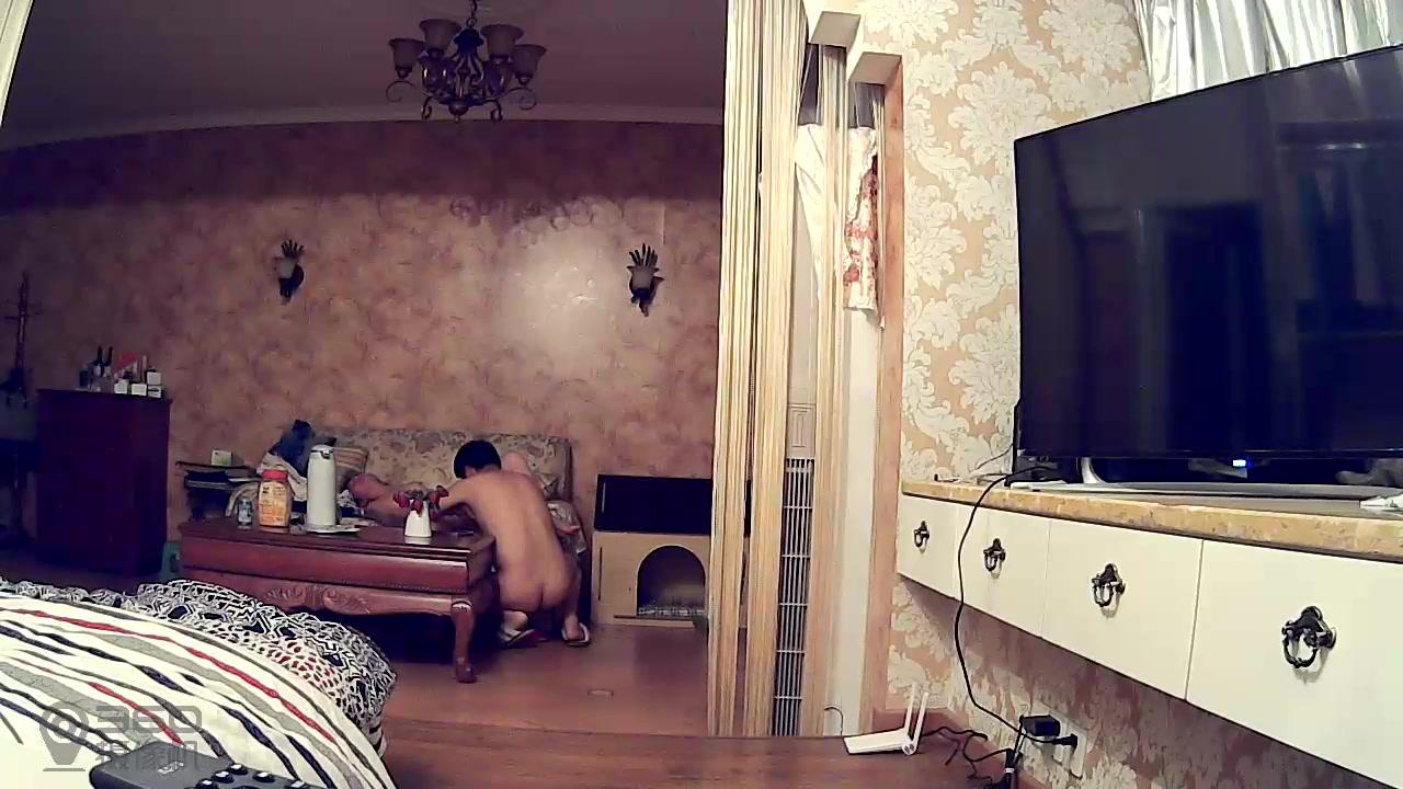 家庭摄像头真实偷拍-淫叫声很大的少妇偷情,男问我厉害还是你前夫厉害.女大叫不能射里面,操痛了