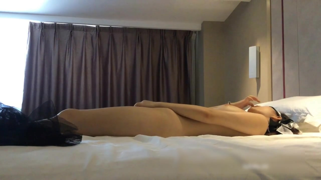 91新人xh98hx自拍作品色狼 尾随少女到酒店 让她自慰诱惑推倒做爱720P完整版