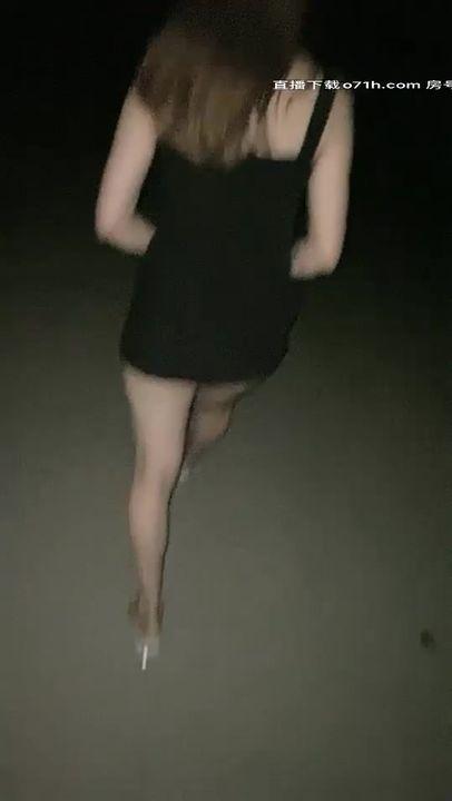 2020.9.7,夏日夜晚,南昌街头,【草草00】小萝莉户外露出,公厕啪啪,撒尿,美胸粉鲍,夜幕下公共场合好刺激