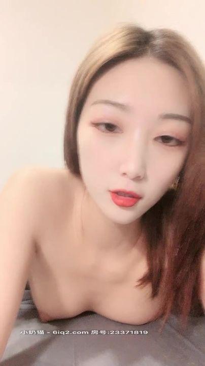 神山满月高颜值气质美女全裸自慰诱惑,带上面罩慢慢脱光掰开粉穴近距离特写