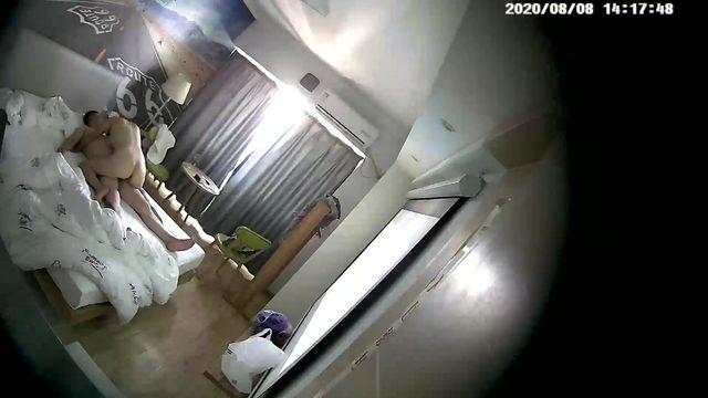2020-08-07主题酒店摄像头偷拍纹身胖哥和少妇一边看投影一边做爱