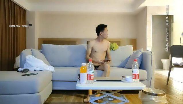 2020.10.27【龙一探花】连续约两个小少妇,大长腿情趣制服诱惑,沙发啪啪还是人妻最懂男人,做爱投入配合一脸陶醉表情
