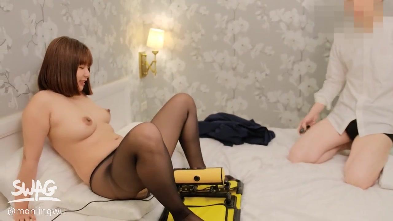 爆乳女神吴梦梦调教系列 黑丝高跟鞋穿风衣 挑战户外车上高潮 酒店啪啪巨乳摇拽