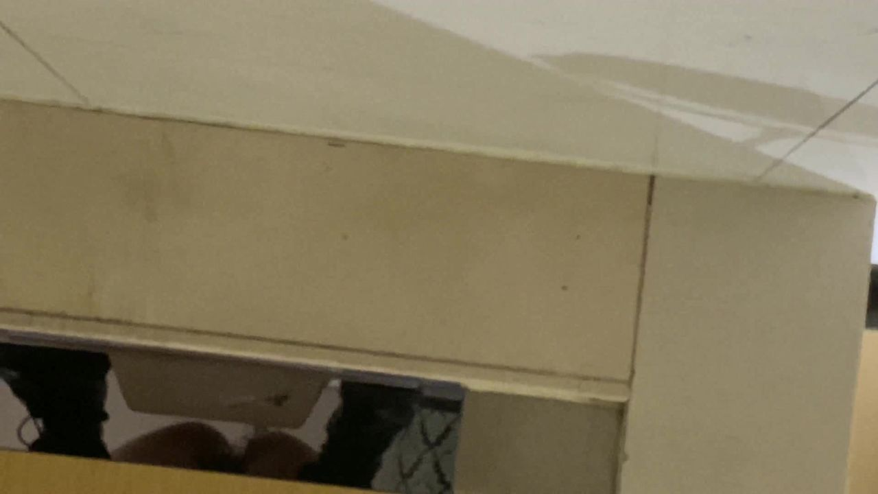一月最新流出国内厕拍大神潜入商场女厕偷拍在酒吧嗨完来吃夜宵的美女尿尿本期有几个高颜值美女4K高清原版