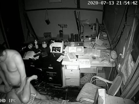 2020_7月破解网络摄像头监控偷拍公司财务晚上加班和领导在办公室做爱