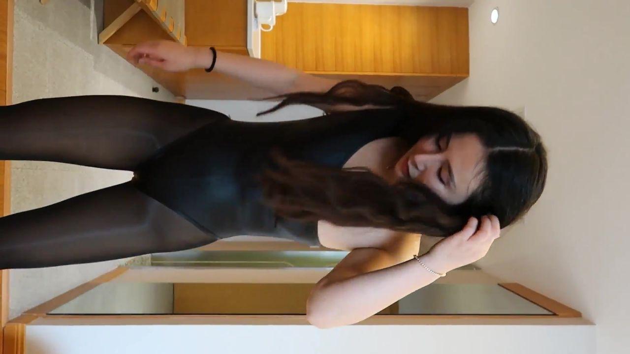 吐血推荐性感嫩模小洁酒店私拍制服性感黑丝透视装诱惑1080P高清无水印