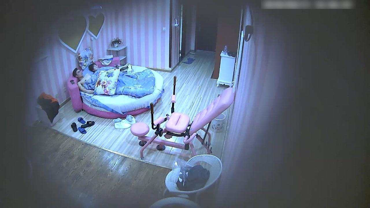 喷血推荐-新炮椅房偷拍文艺气质范的眼镜美女特意换上情趣内裤和丝袜啪啪,还要求男友在炮椅上操她,国语!
