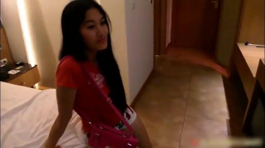 米糕香港迪吧捕获一位身材很性感的无毛逼妹子 操到一半把套子摘下去无套干
