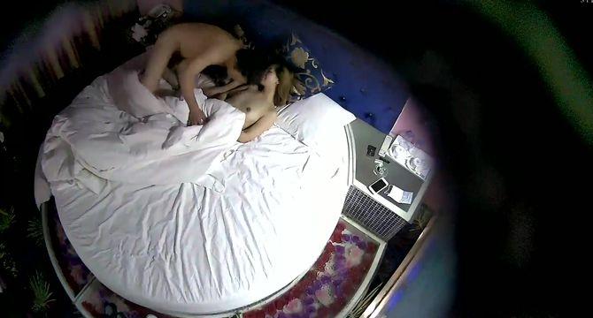 情趣酒店镭射光影房360摄像头偷拍眼镜干部男和下属情人开房挺能干的草了两小时