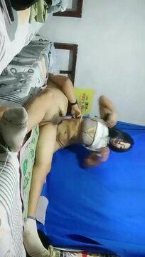 大萌萌城中村站街女探花几十块搞了个身材不错的站街妹美女吃了药没有搞射