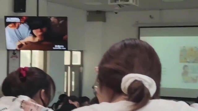 __新瓜事件--大学生多媒体教室清晨播放爱情动作片,天仙TV,让大家精神百倍