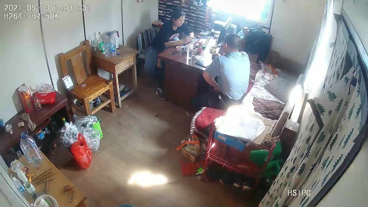 九月最新流出黑客【破解摄像头】 偷拍家族工厂办公室内偷情连续做爱三次