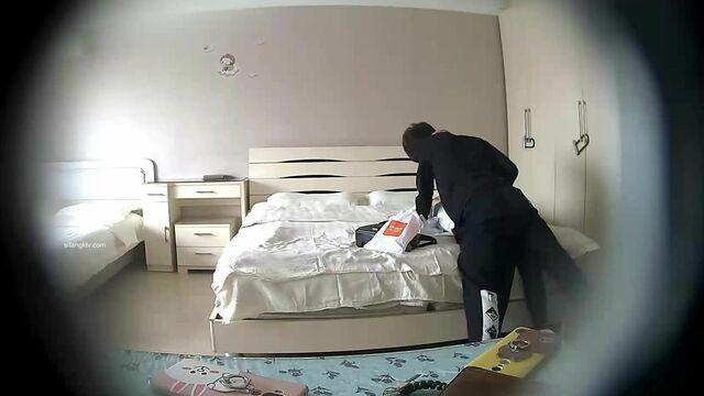稀有房酒店摄像头偷拍苗条大学生情侣下午不上课开房啪啪