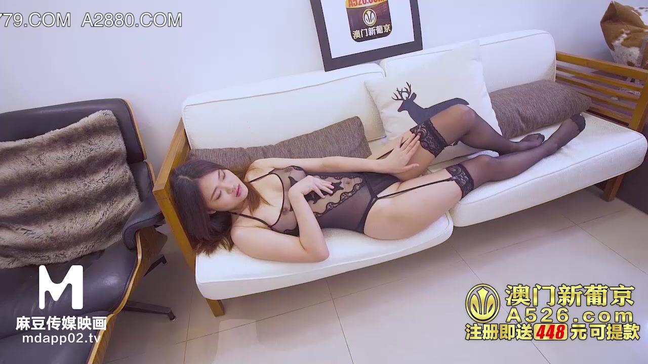 麻豆传媒 MDX-0135直播激情春宫秀 爆干送上门的学妹