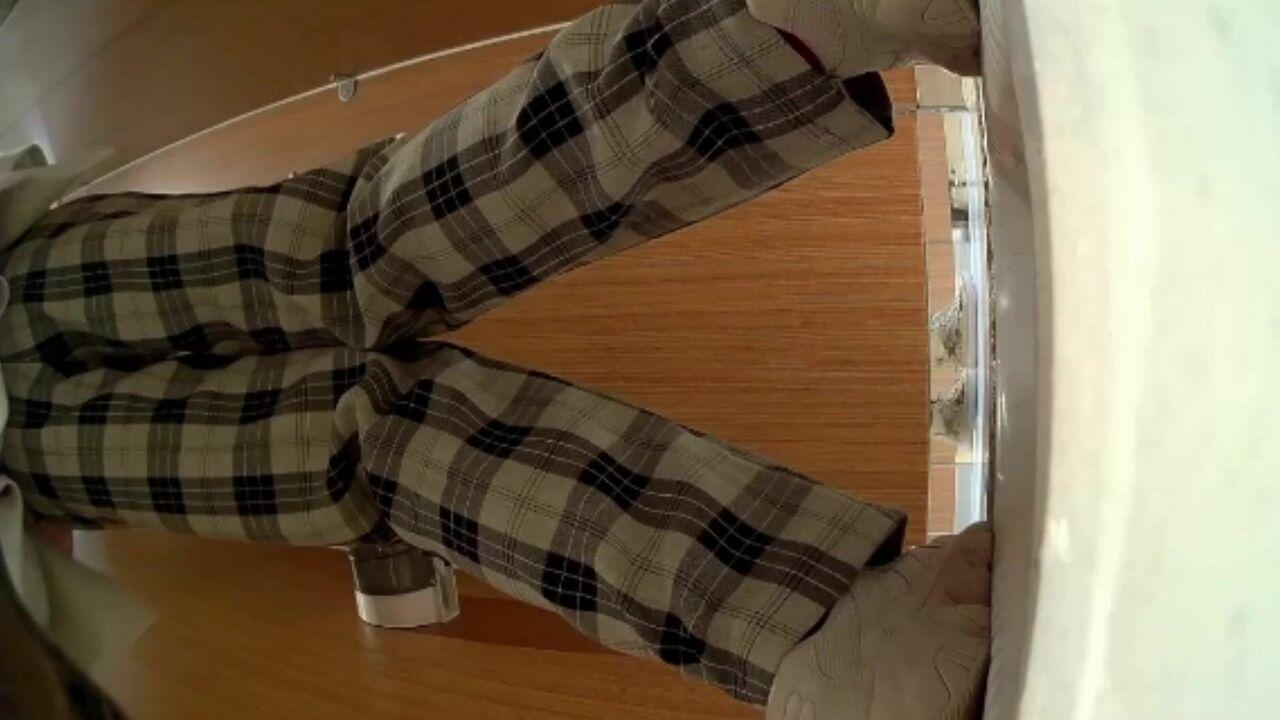 【魔手外购】商场女士公共蹲厕定点高清后景偸拍超多妹子方便 基本都是年轻露脸美女 亮点多多 原版27V27