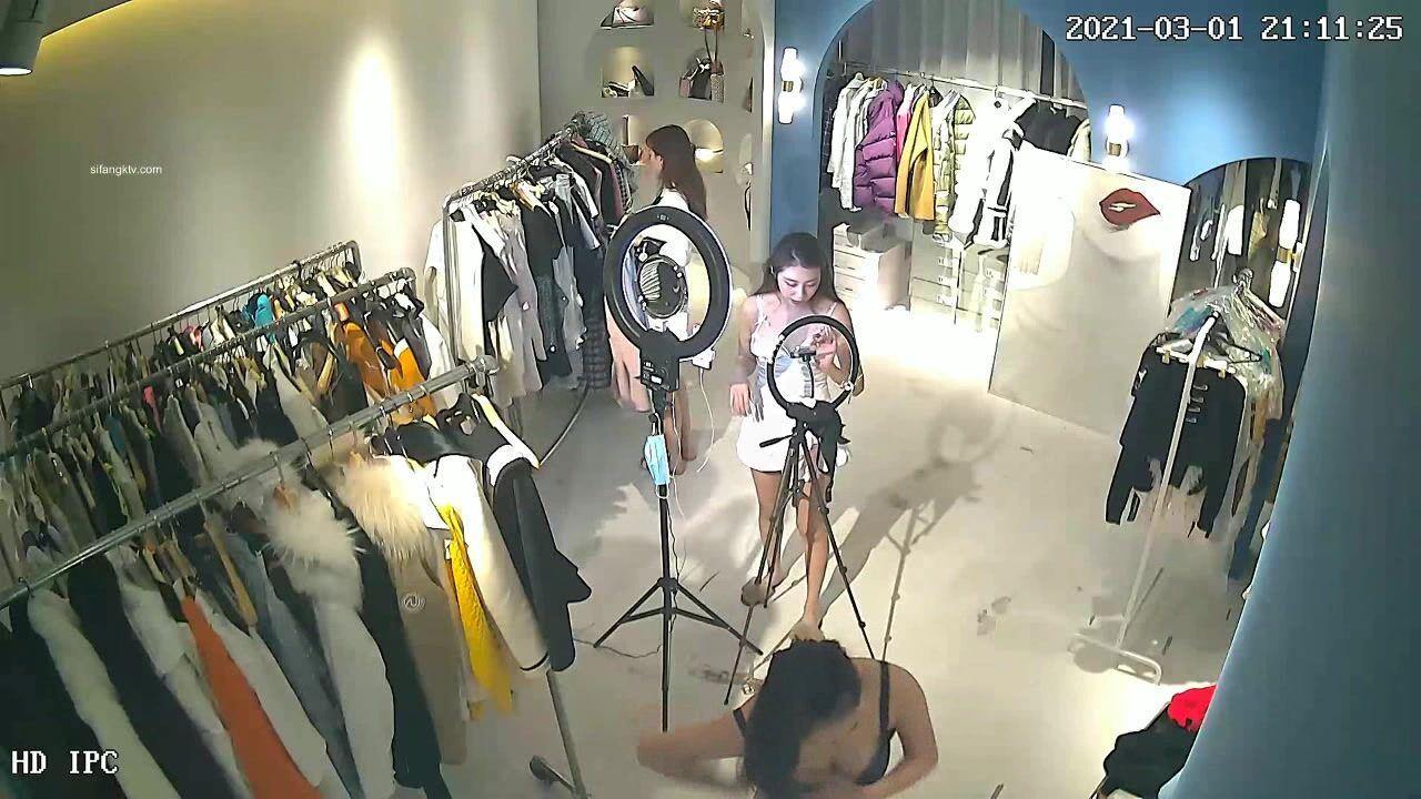 【超稀缺  破解摄像头】极品身材小姐姐卖货直播间更衣性感展示 身材超好还露胸 内衣内裤非常性感 非常精彩 高清720P版