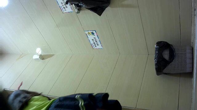 商场女厕偷拍 青春靓丽的小嫩妹 还是个白虎