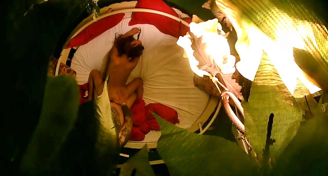小旅馆绿叶房偷拍纹身有点吓人的社会哥和妹子玩69先舔舔逼
