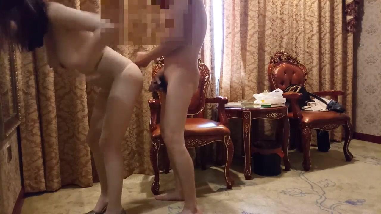 身材非常SEX巨奶浪女又骚又听话跳艳舞引诱富家公子哥口交毒龙样样在行地板猛操到床上大声娇喘呻吟对白淫荡
