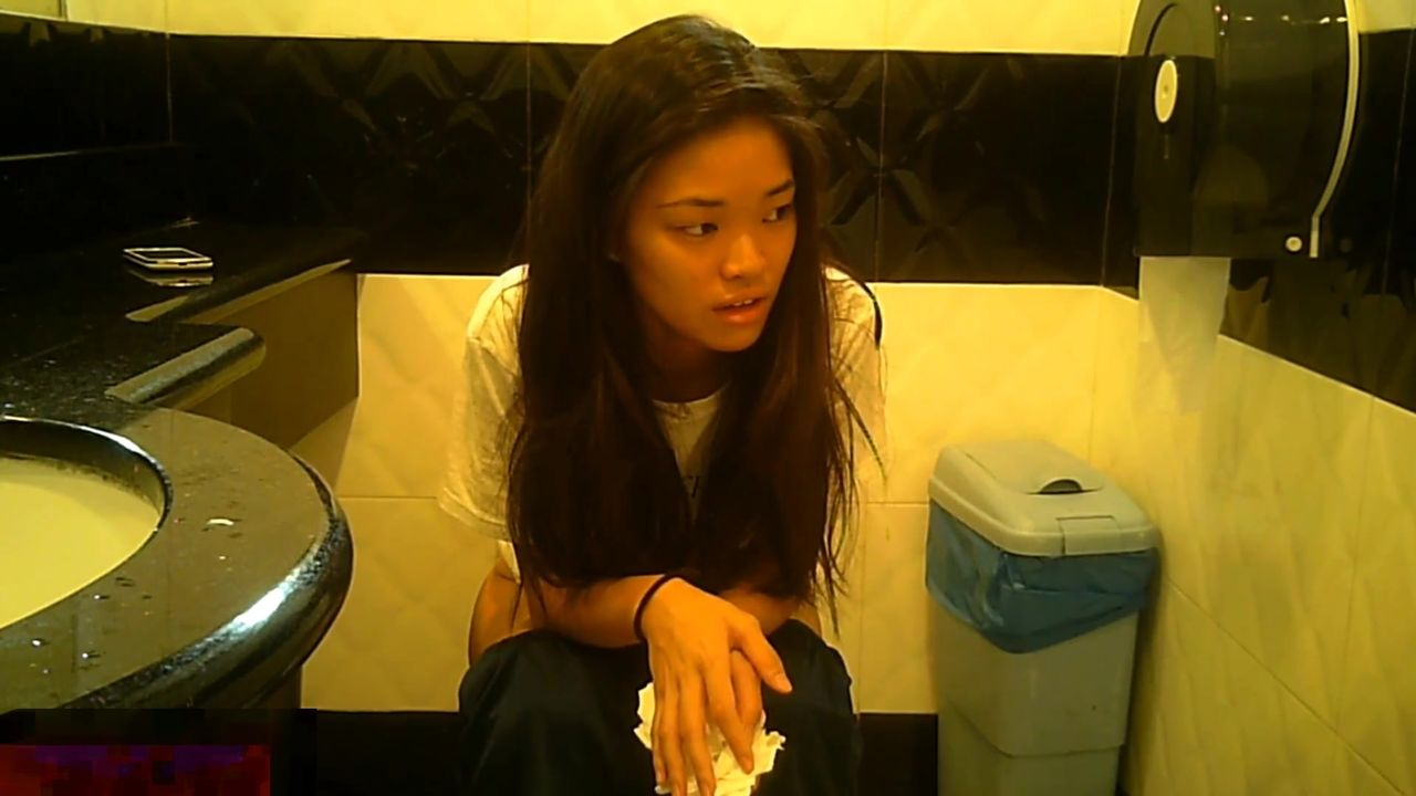 坐盗市最新流出新加坡高级宾馆坐厕偷拍有几个妹子长得还可以