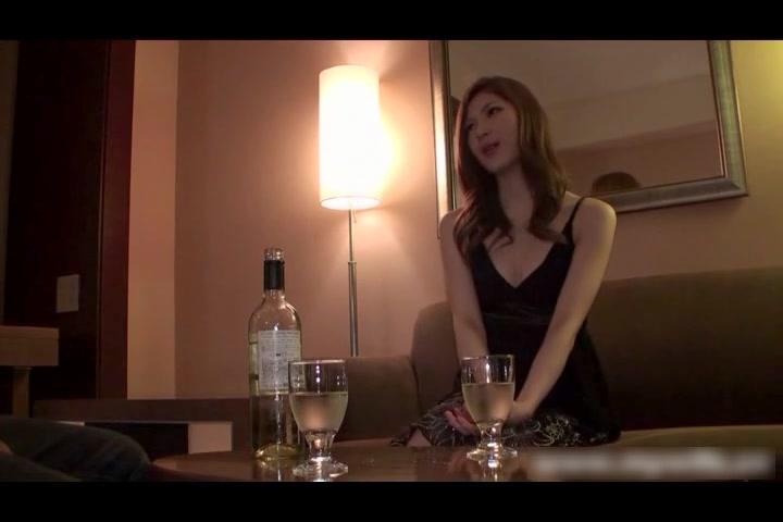 hdmywife264压制 长得很像应采儿的美艳大美人穿着黑色礼服应约酒店啪啪 胸型很美臀部圆润 开叉内裤好销魂