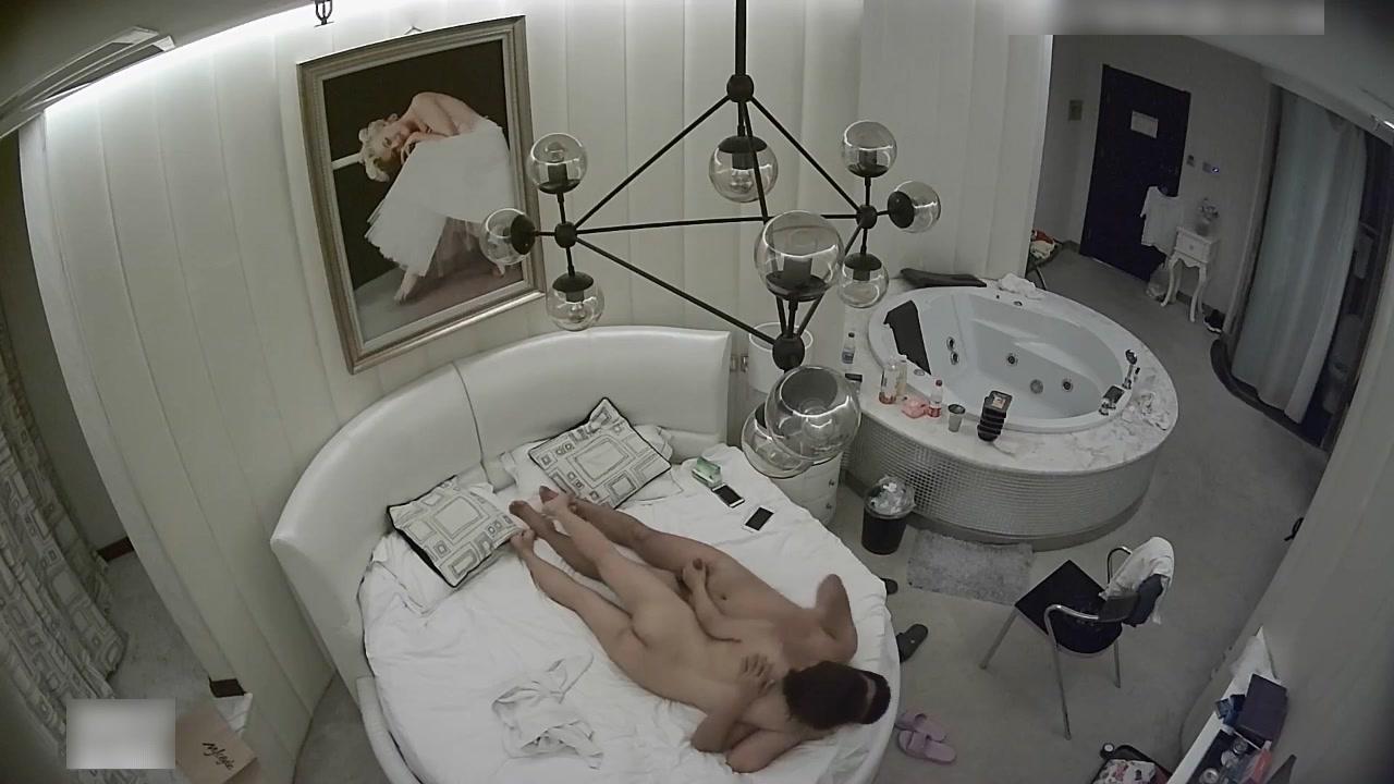 精致酒店性福小胖啪啪高颜值身材苗条小美女放着小曲鸳鸯浴主动在浴缸里开干回床上继续美女很骚女上位疯狂女操男